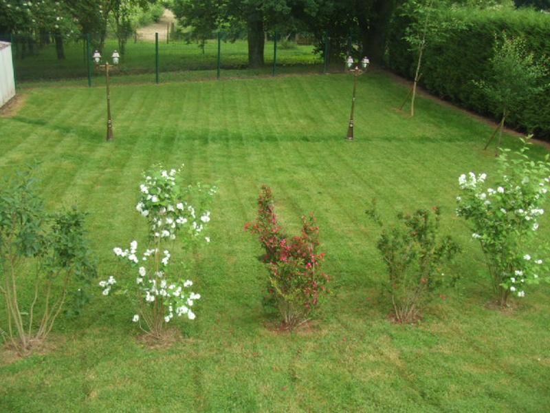 Contrat ou entretien des espaces verts mantes la jolie for Entretien jardin particulier 78